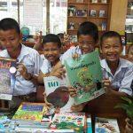 เด็กๆ กับหนังสือ